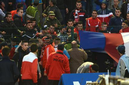 جمهور تطوان يثور بعد الهزيمة أمام آسفي